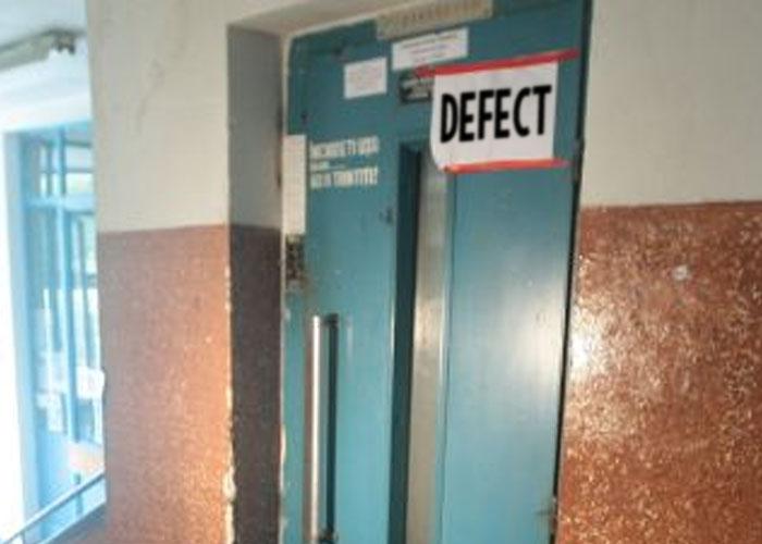 Pietreni sechestrați de … liftul buclucaș!