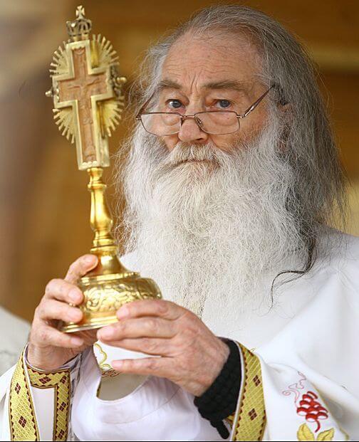 Trei ani fără duhovnicul Moldovei! Mii de pelerini participă la parastasul părintelui Iustin Pârvu!
