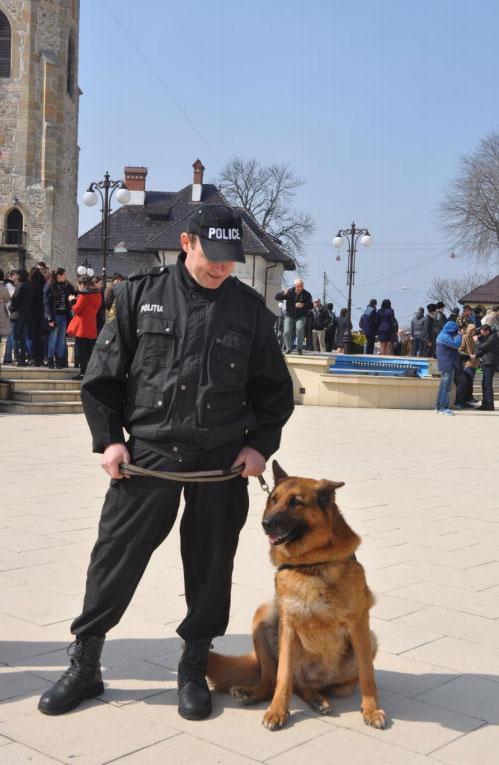Șantaj în fața Primăriei Piatra Neamț! Polițiștii au organizat un flagrant!