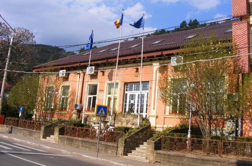 Liviu Harbuz îi cere primarului interimar Dragoş Chitic clarificări urgente pe tema executării silite a oraşului Piatra Neamț