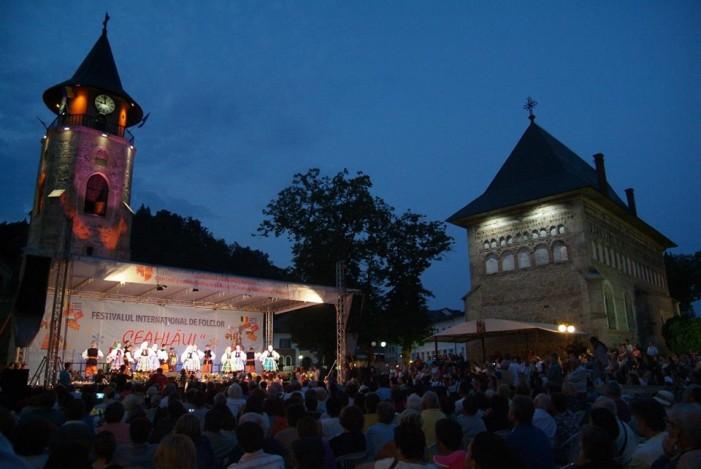 """Festivalul Internaţional de Folclor """"Ceahlăul"""" începe vineri"""