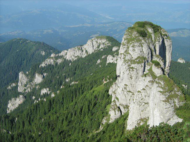 Opt turiști din Constanța, salvați din zona abruptă a Ocolașului Mare – Ceahlău