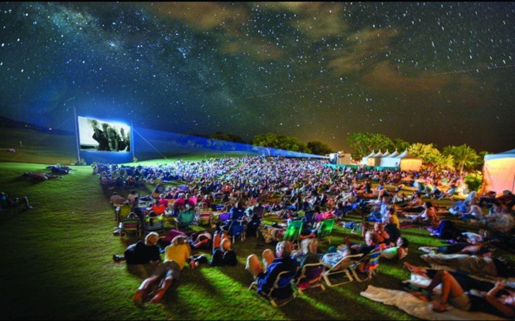Hai la film în aer liber! Caravana Filmelor Next debutează în Ştrandul din Piatra-Neamţ!