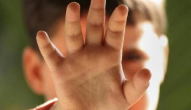 Cifre șocante: 650 de copii din Neamț au fost abuzați anul trecut!