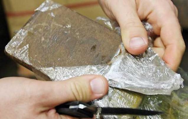 Doi tineri au fost prinși cu droguri asupra lor în trenul Piatra Neamț – Bacău