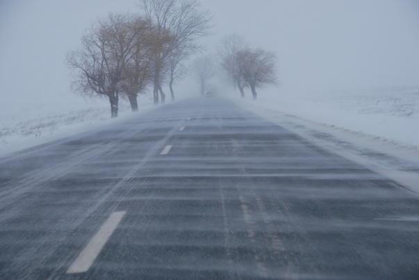 Polițiștii nemțeni – sfaturi pentru șoferi în sezonul de iarnă