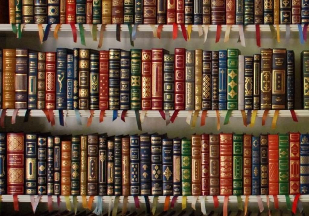 """Donaţie """"de aur"""" pentru Biblioteca Judeţeană """"G.T. Kirileanu"""""""