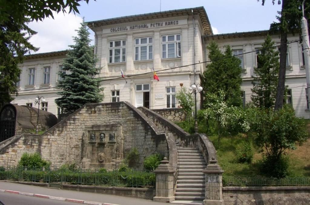 """Ce sărbătoare! Colegiul Naţional """"Petru Rareş"""" împlineşte 146 ani!"""