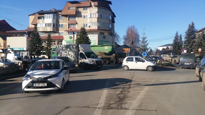 Traficul din Tîrgu Neamț este aproape paralizat