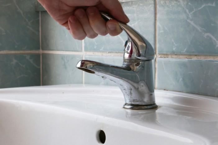 UPDATE Panică la Roman! Vineri – apă cu presiune scăzută în tot orașul cu risc să se oprească!