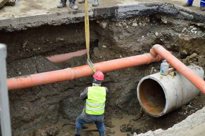 Avarie la rețeaua de apă în zona Unic Piatra Neamț!
