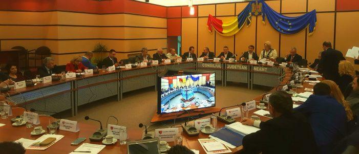 Ședință tensionată de final de an la Consiliul Județean Neamț! Contre între președintele Ionel Arsene și liberali pe un proiect european!