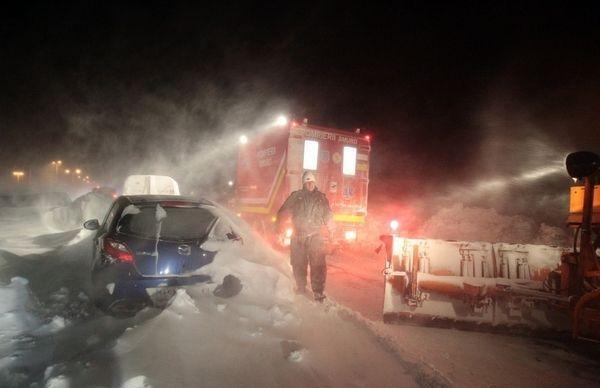 ALERTĂ!!! Drumul între Girov şi Ştefan cel Mare este blocat de TIR-uri care au derapat!