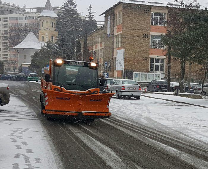 """Directorul Publiserv, Adrian Niță: """"Am intervenit de azi noapte pe drumurile din Piatra Neamț"""""""