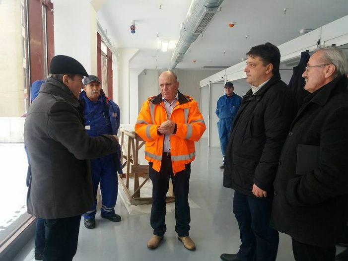 """Primarul Dragoș Chitic anunță termenul """"realist"""" pentru inaugurarea Pieței Centrale"""