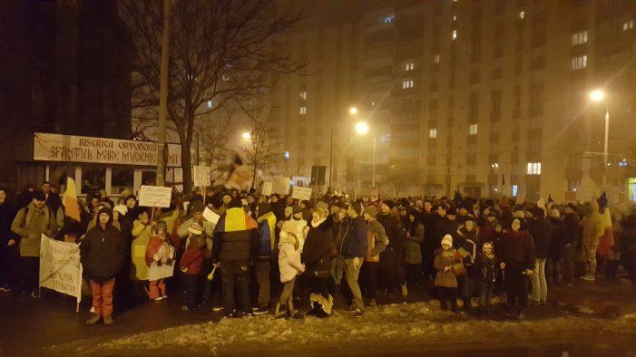 Peste 2.000 de oameni participă la marșul de protest din Piatra Neamț! Se cere demisia Guvernului PSD-ALDE!