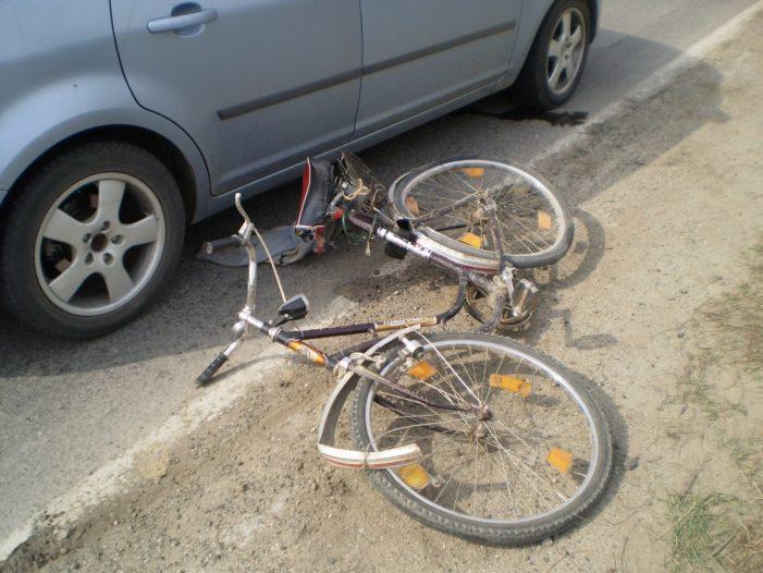 O șoferiță din Agapia a accidentat un biciclist și apoi a plecat de la locul faptei