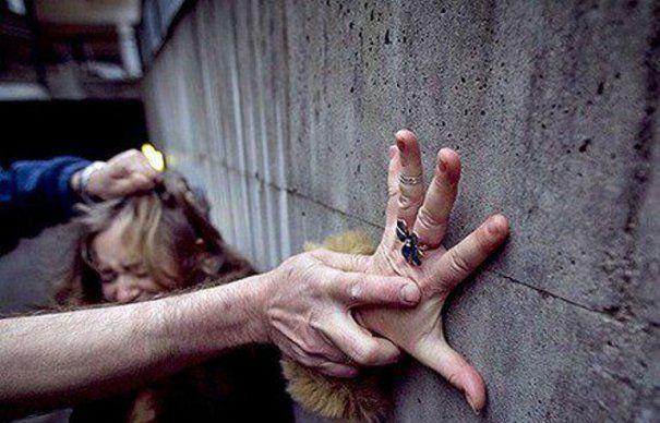 ODIOS!!! O tânără cu handicap a fost violată de un individ de 63 ani! Fapta s-a petrecut lângă Mănăstirea Bistrița!