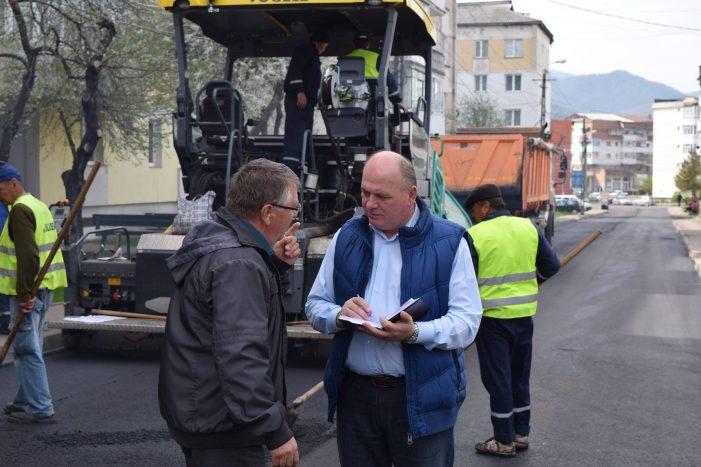Primarul Chitic a inspectat modul în care se fac reparațiile pe străzile din Piatra Neamț