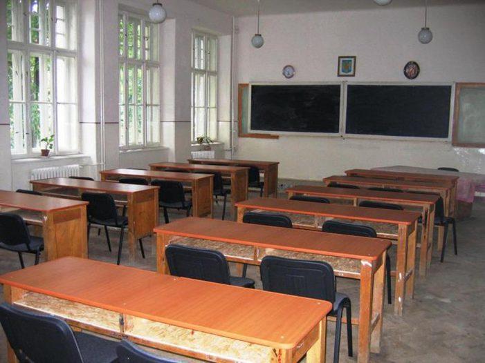 Au legat școala de gard! În aprilie, peste 62.000 absențe nemotivate în școlile din Neamț! Sute de elevi nu au mai venit deloc la școală!