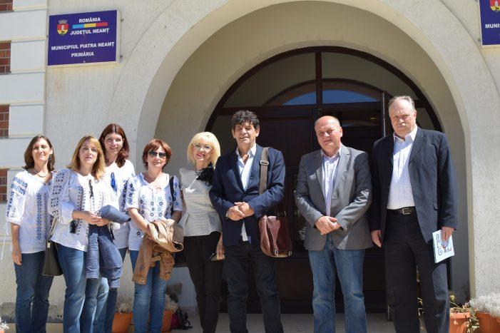 Delegaţie de la Liceul Saint-Exupéry (Franţa), la Primăria Piatra Neamţ