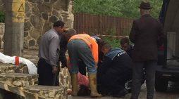 Sinucidere în faţa Mănăstirii Agapia! S-a aruncat în fântână din cauza divorţului de soţ!