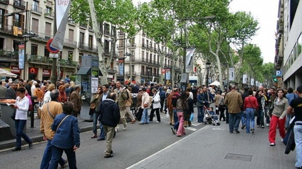 Un nou atentat șochează lumea! O furgonetă a intrat în plin în oameni pe Rambla (Barcelona) – foto