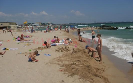 Sute de copii din sistemul de protecție din Neamț, în vacanță la mare