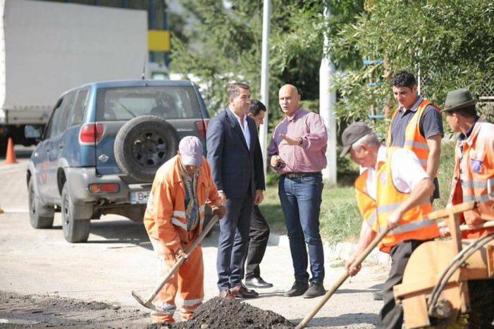 """Ionel Arsene: """"Astăzi au început lucrările de reparație a drumului în zona Ursuleți – Piatra Neamț. Terminăm până la sfârșitul săptămânii"""""""