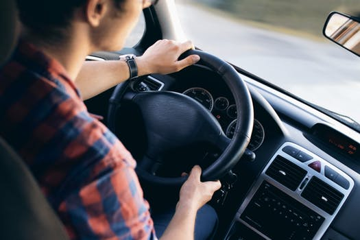 3 sfaturi pentru a evita accidentele si cum sa ii protejezi pe cei din masina