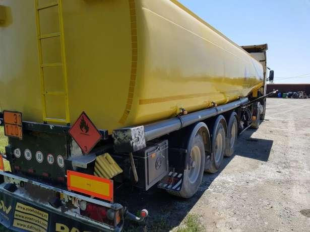 Cisternă plină cu motorină, depistată de polițiștii rutieri din Neamț fără ITP și cu defecțiuni la sistemul de iluminare
